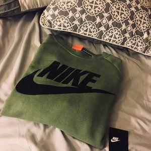Nike crew neck sweater top NWT